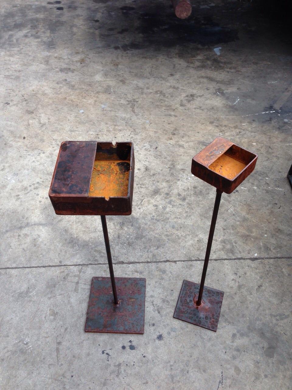 Cenicero de hierro muebles de hierro lat n zinc inox for Muebles en hierro